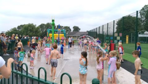 Families flock to new park splashpad